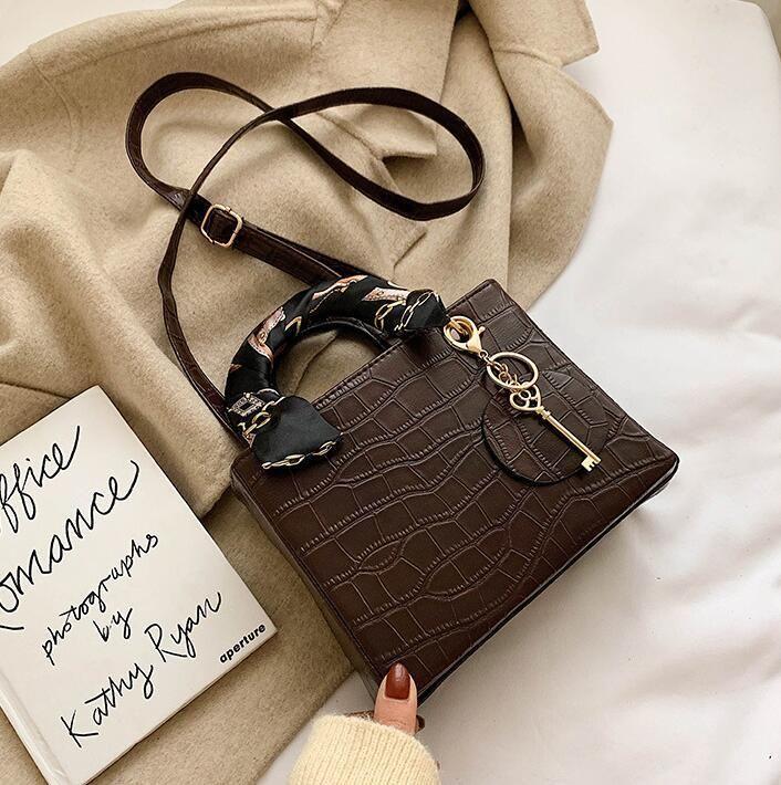 wholesale women handbag vintage leather women shoulder bag scarves decorative fashion handbags street fashion crocodile leather messenger b