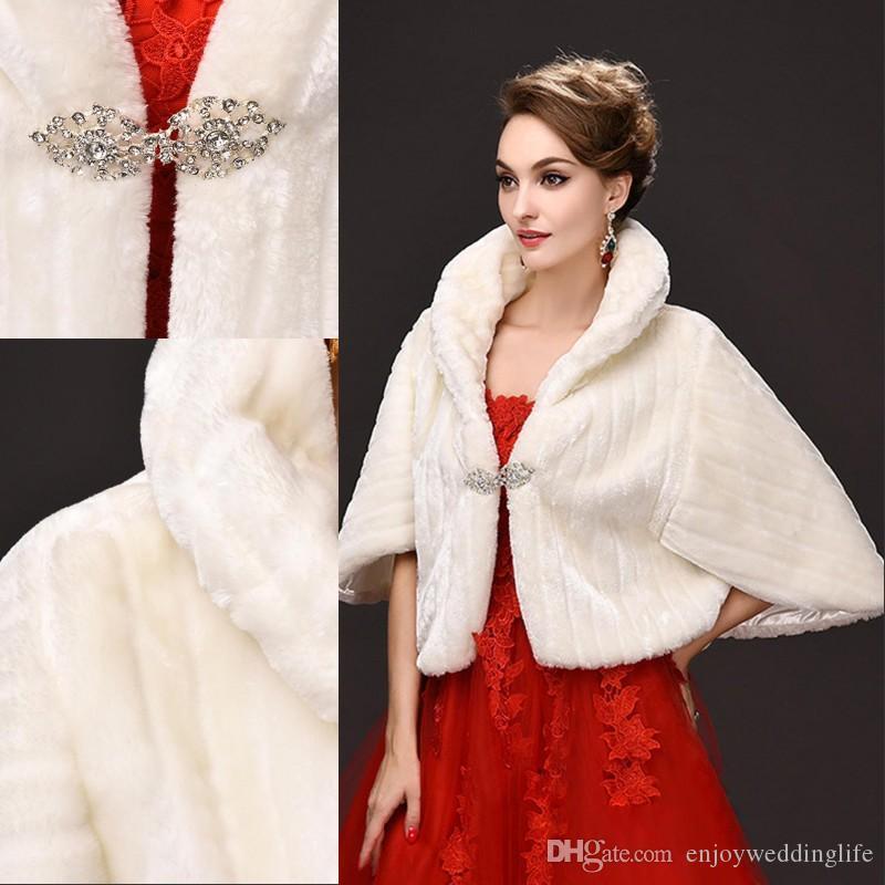 Дешевые куртки зимы Ivory New Bridal Обертывания искусственного меха для выпускного вечера венчания Ivory Зимнем Warm невесты Rhinestone Болеро CPA971