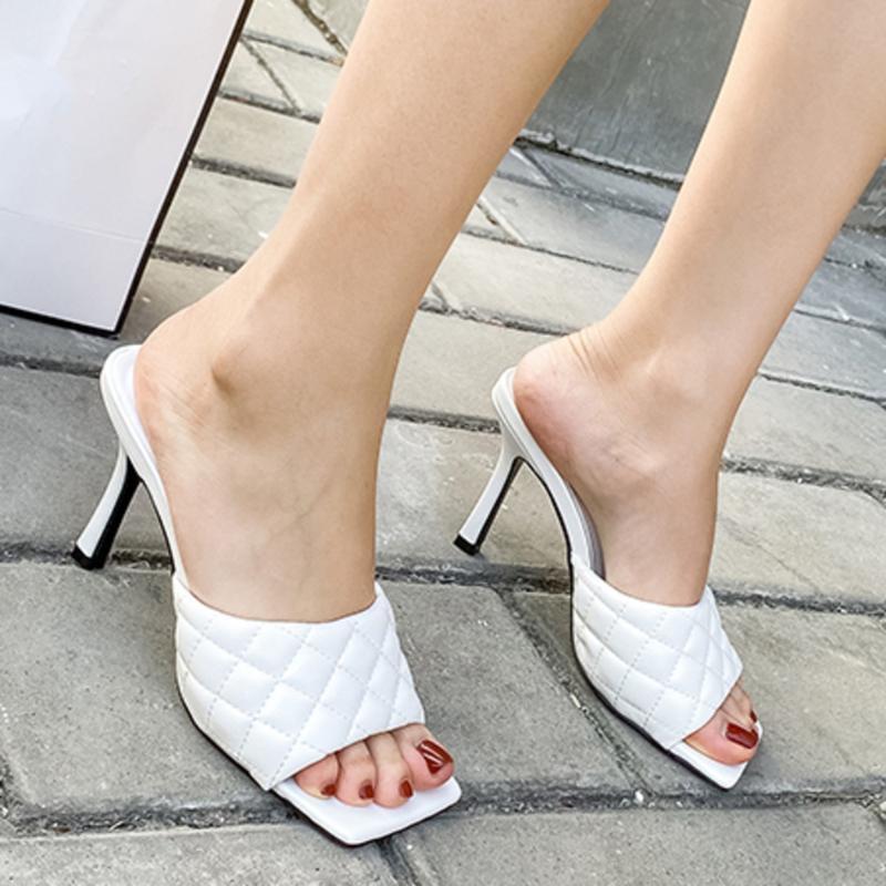 NEUE reizvolle PU-Diamant-Platz Kopf Peep Toe High Heel Hausschuhe Summer Fashion Slip On Thin Heels Slides Frauen Mules Partei