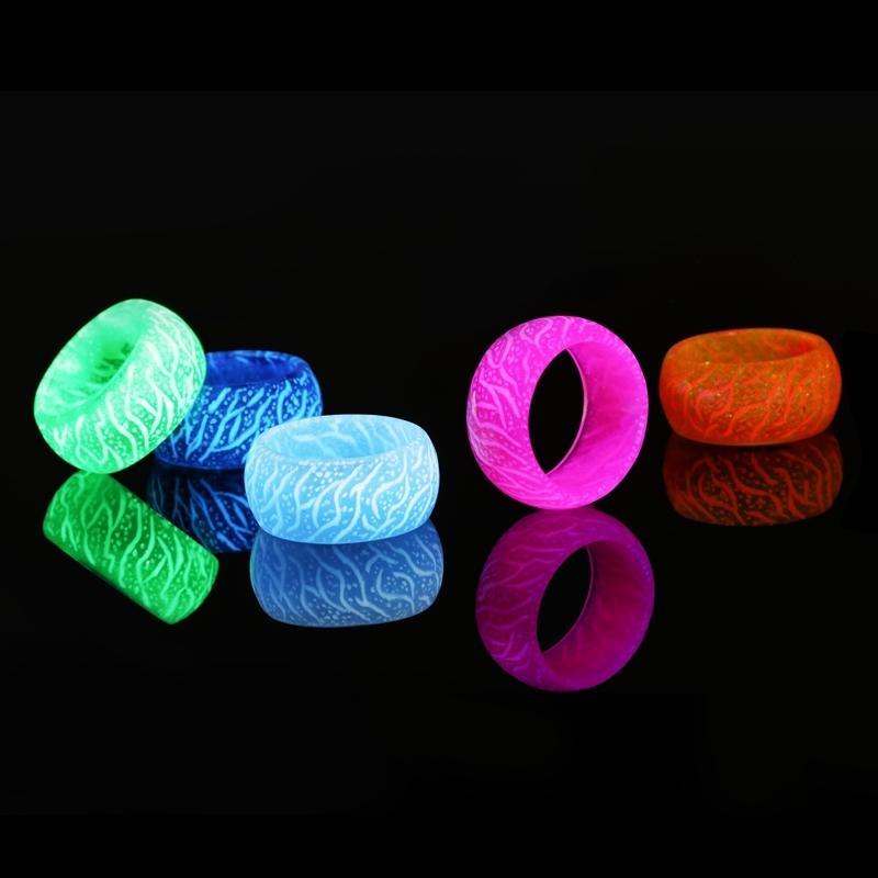 Moda luminoso variopinto Anello in resina Donne Uomini fluorescenti ardore dei monili degli anelli Glow In The Dark Finger banda di Halloween