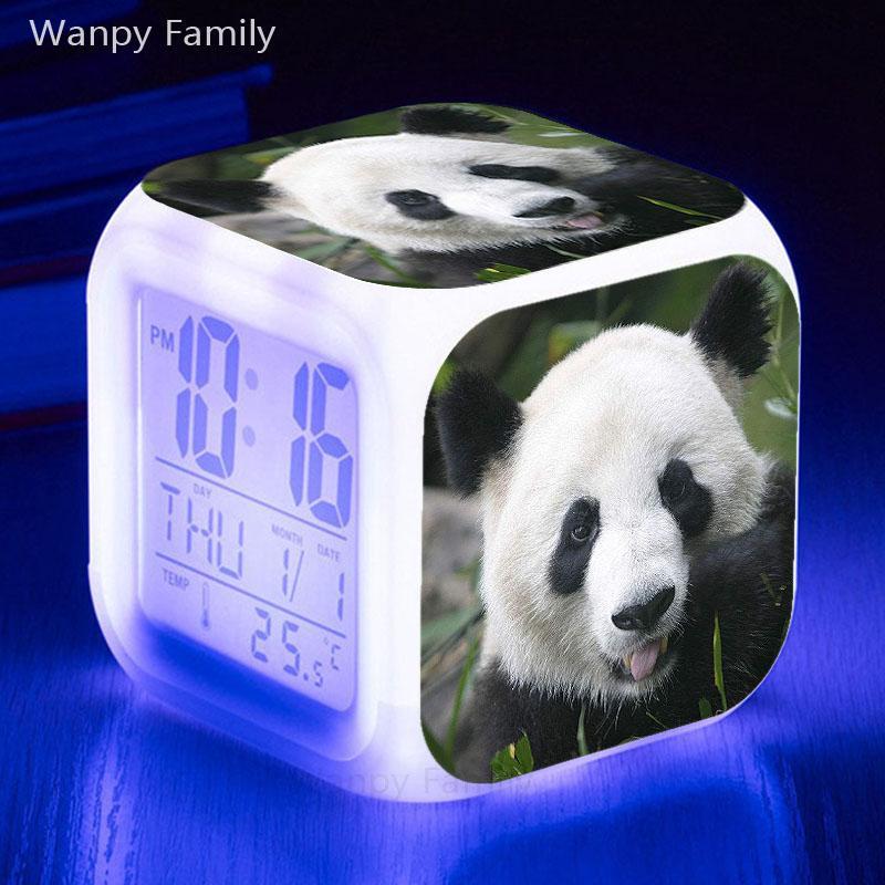 Alarme Panda 7 couleurs LED rougeoyante Grand écran Affichages Calendriers horaires Détection tactile Horloge numérique Multifunctio