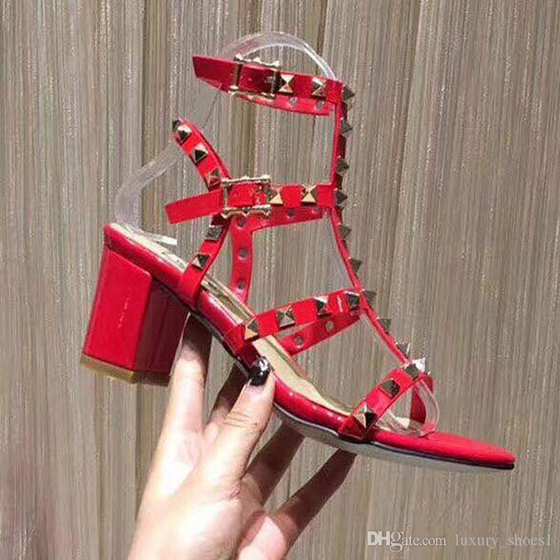 Европа и Соединенные Штаты 2020 летняя обувь Casuak new toed British leather leather rivet t type sandals, сандалии, римские сандалии vv3