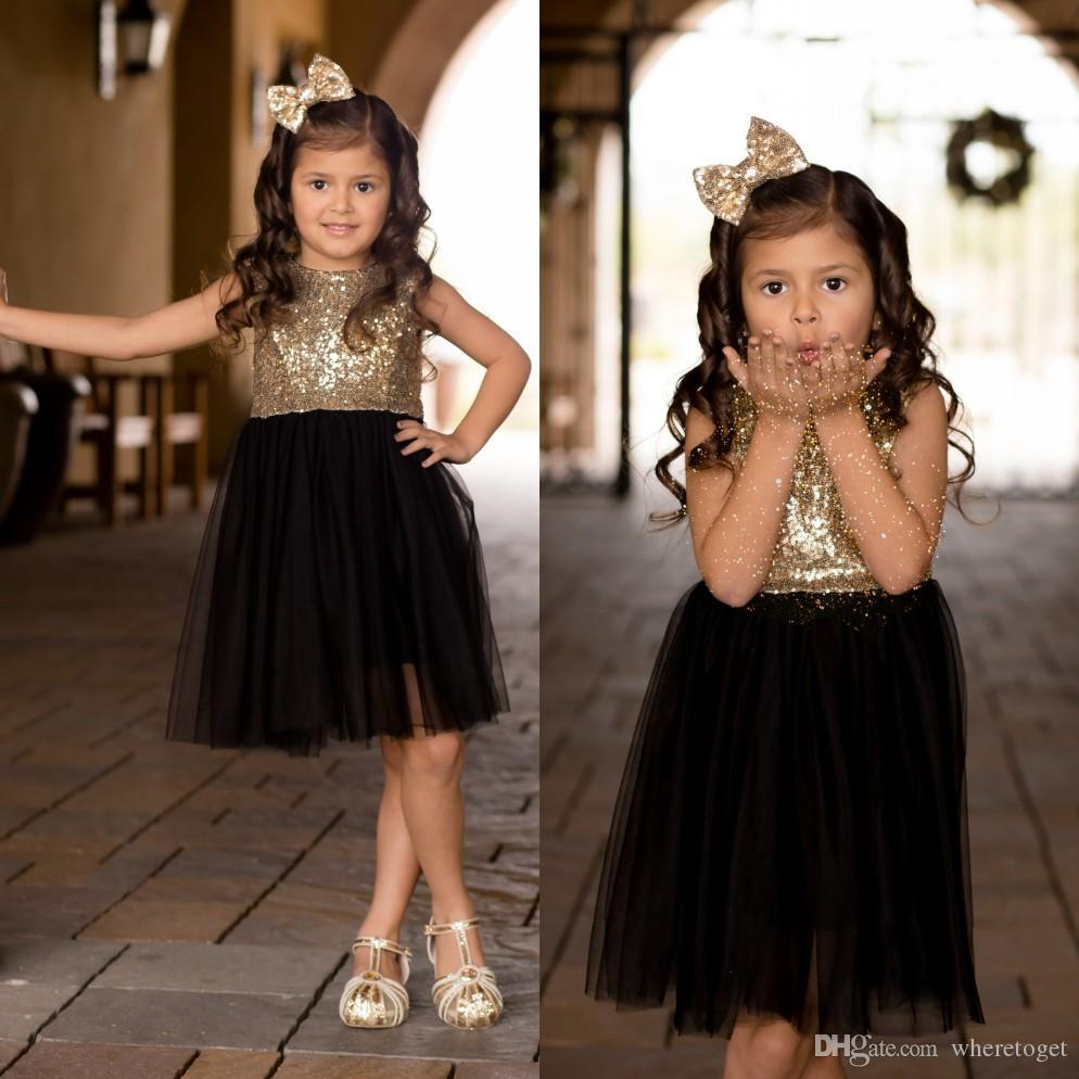 Neue Blumenmädchenkleider Vintage Kleine Mädchen Festzugkleider Schöne Prinzessin Country Wedding Party Gold Pailletten Tüll