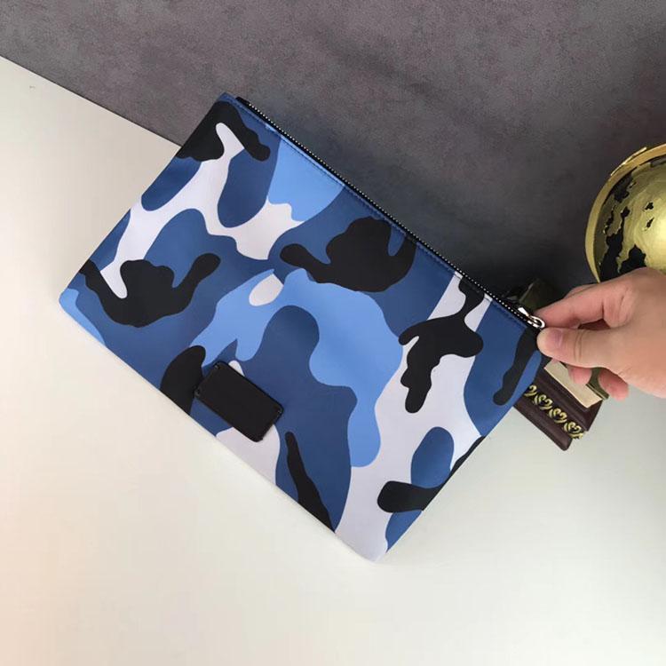 2020 Design de mode des femmes des hommes paquet File Porte-documents Camouflage tissu Sacs à main Rivet Ladies sacs de lavage 69003
