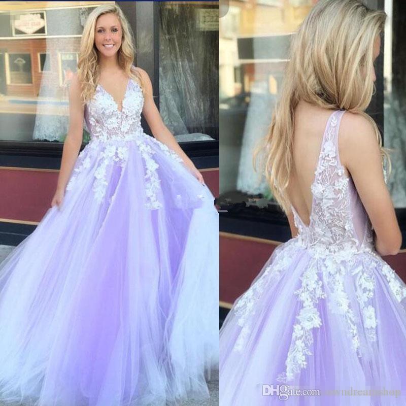 2019 Light Purple Quinceanera Vestidos Con Cuello En V Sin Espalda Barrido Tren Flores Apliques Vestidos de Fiesta Para Dulces 15 vestidos de 15 años