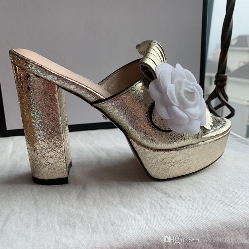 Klasik yeni kadın 2019 yılında Avrupa ve Amerika'da çift düğme sandalet Patlayıcı model kadın büyüklüğü moda büyük boy 35-42