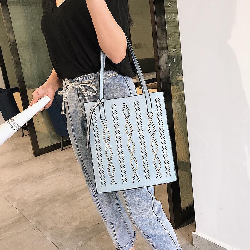 Yaz aylarında 2019the yeni içi boş kızın tek omuz çantası içi boşaltılmıştır ve yabancı moda çanta içi boşaltılmıştır