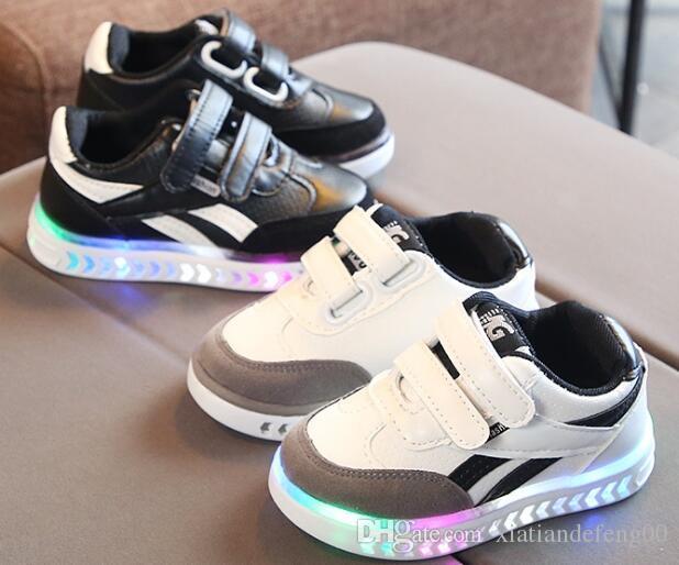 niños y niñas niños LED zapatillas de deporte luminosas zapatos luminosos niños corriendo los zapatos del caballo bebé flash zapatos
