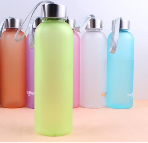 600ml bereift Trinkflaschen Süßigkeit-Farbe Dull polnische Flasche Sport Kessel Tassen Outdoor-Camping-Plastikbecher GGA2848
