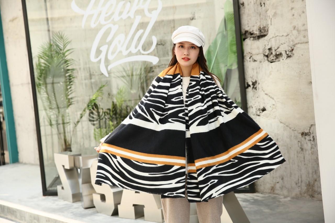 Оптово-Новый дизайнер шарф Spice Girl Уличная мода специй Цветная шаль двойной Рождественский подарок Мужчины и женщины