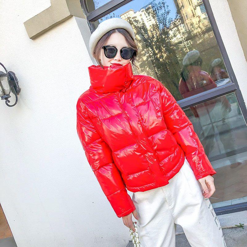 Cotton inverno lucido verso il basso Nuovo rivestimento delle donne spessa brillante Breve Shiny Black Jacket Moda Giallo Rosso imbottito Coat