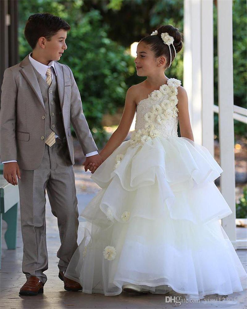 Sweet One spalla Flower Girl Abiti per matrimoni a file lunghezza del pavimento 3D fiori ragazze Pageant Dress Child Birthday Party Gowns 2019