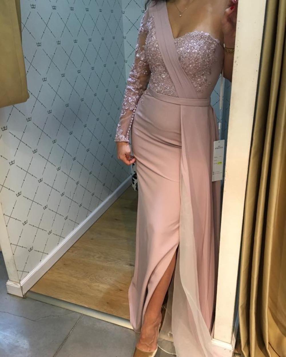 Árabe de um ombro Satin Bainha Vestidos manga comprida Lace Applique frisada Dividir Trem da varredura Formal Party Dress Prom Vestidos Vestido
