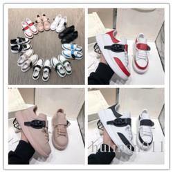 2020New Designer verzierte Spikes Flats Luxury Schuh für Herren-Frauen-Partei-Liebhaber echtes Leder-beiläufige Schuh-Turnschuh-h0173