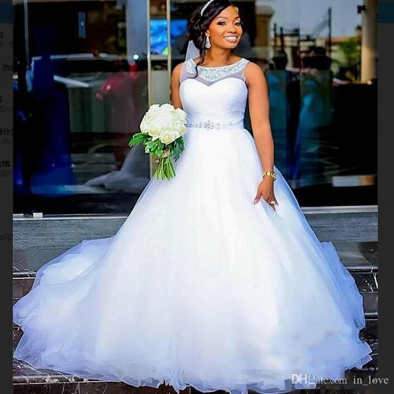 2019 New White Wedding Dresses Crystals Neck Liste Cintura A Line Tulle Piano Lunghezza Design classico Abiti da sposa su misura