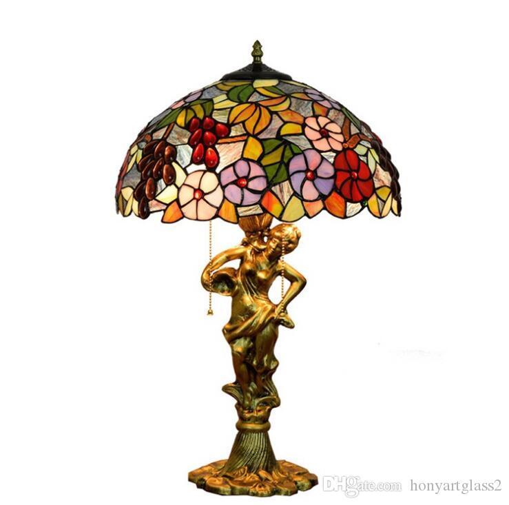 Tiffany European Table Lamps in vetro colorato lampada da scrivania in stile barocco in lega amore amore cuore dea scultura base fiorisce paralume led lux