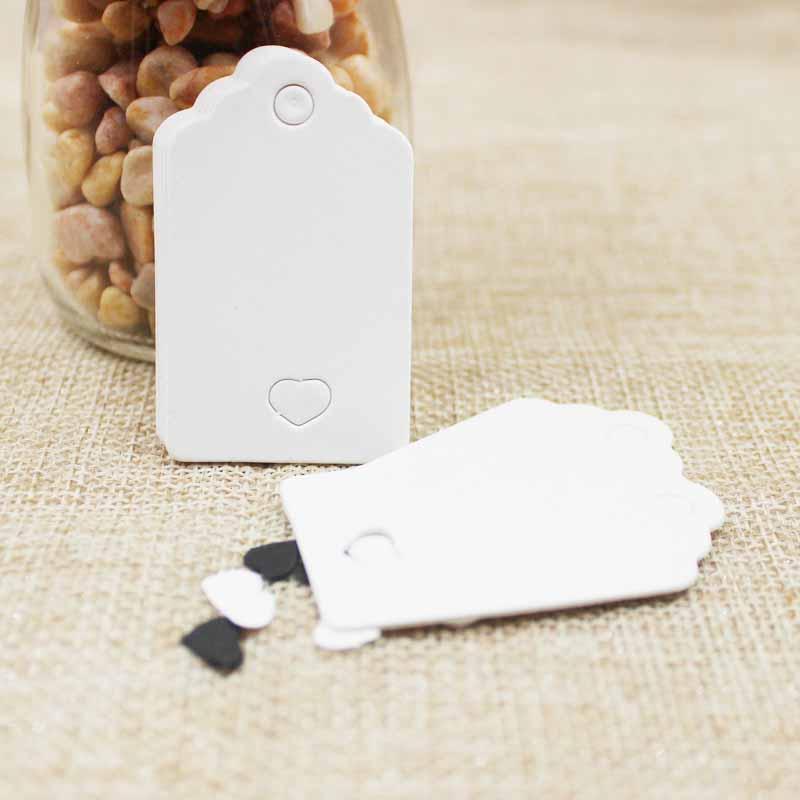 100pcs 5 * 3cm hueco corte del corazón festoneado tarjeta de papel / etiqueta en blanco / favor de la boda Etiqueta del regalo coste extra personalizado blanco / negro