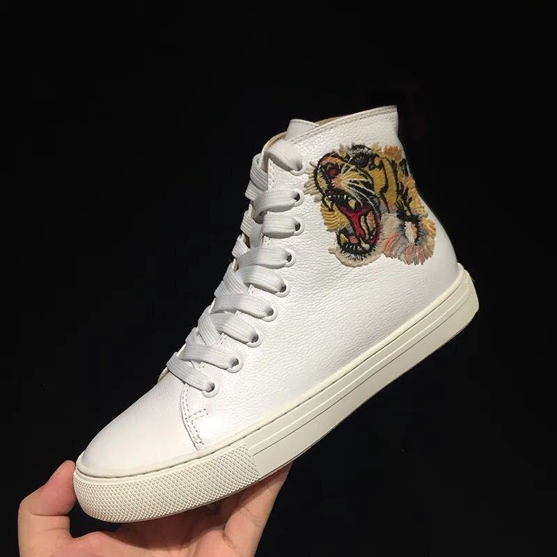 Дизайнер высокой верхней вскользь ботинки текстурированной кожи с сердитым кошка тигра дракона аппликацией кроссовок для мужчин, женщин размер 35-46.