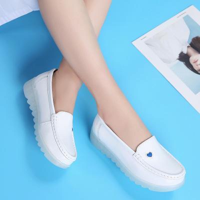 2019 Nouveau Femmes Chaussures plates en cuir blanc Casual Wedge Avec doux Slip Bas Le coeur d'amour confortables chaussures de travail maman