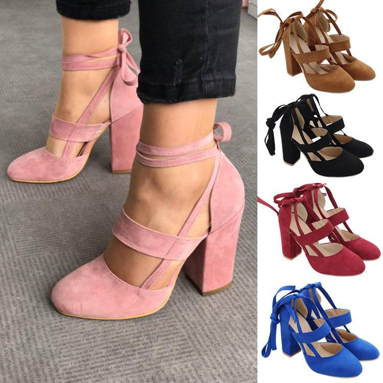 Venda quente-Mulheres Plus Size Tira No Tornozelo Sapatos de Salto Alto Flock Gladiador Sapatos Lace Up Thick Heel Moda Oco Feminino Bombas de Casamento Do Partido