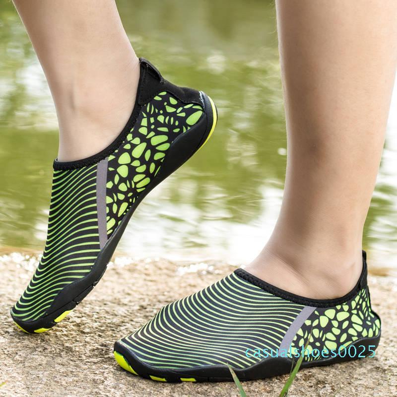Heiße Verkaufs-Frauen Luxusschloss Es Designer Hausschuhe Brown Leder-beiläufige Sandelholz-Frauen-Marken-Partei-Slipper Mode Flip Flops mit Staubbeutel c25