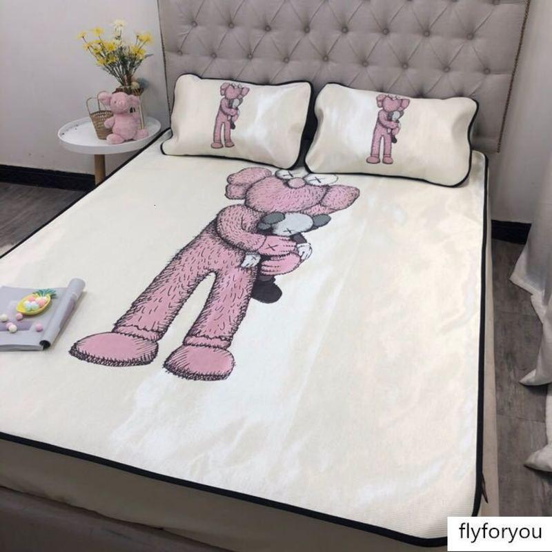 Designer Kaws cartoon boneca de alta densidade tapete de seda gelo lavável cama conjunto de três peças de tiras antiderrapantes EURO Luxo fixo