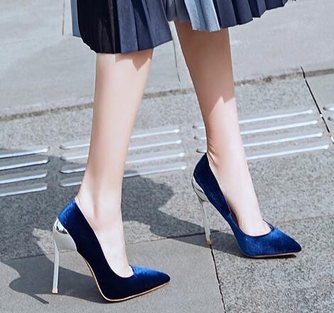 Nachtclub Stil Spitze Dünne Fersen Frauen Pumpt Blau Rosa Nude Slip-On Hochzeit Schuhe Metall High Heels Frauen Schuhe