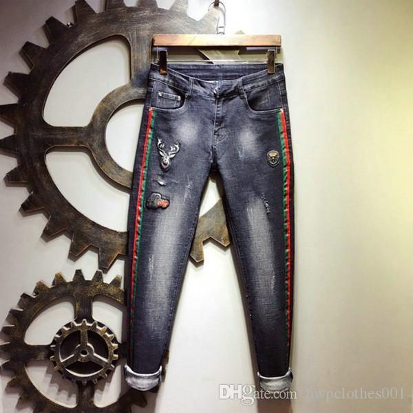 Mens Fashion Designer moto Jeans ricamo floreale diritto misura Azzurro pantaloni del denim vintage lavato con ricamato mens jogging