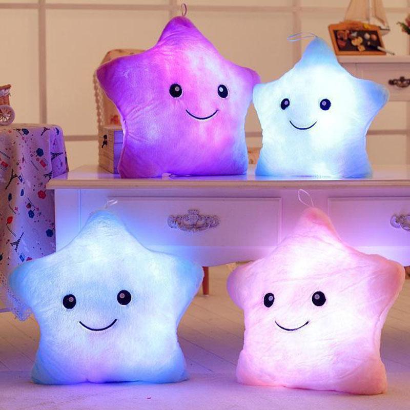 Venta caliente felpa estrella almohada cambio de color luminosa almohada intermitente luz LED juguete resplandor en la oscuridad juguete niños juguetes regalo para niños