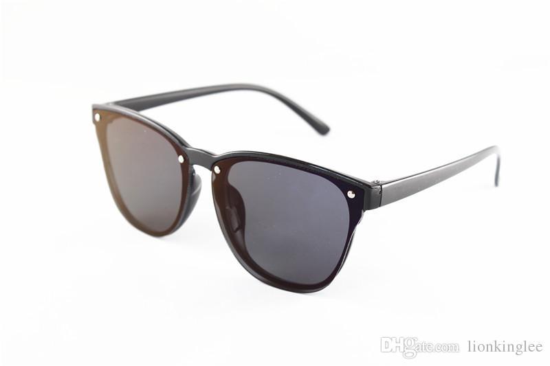 نظارات شمسية للجنسين مصنوع من البلاستيك