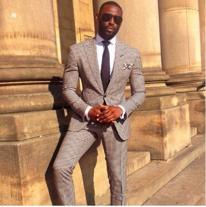 Nuevo Popular padrinos de pico solapa un solo botón (+ Pants + Tie Jacket) trajes de novio esmoquin mejor hombre de los padrinos de boda del novio Traje para hombre 70