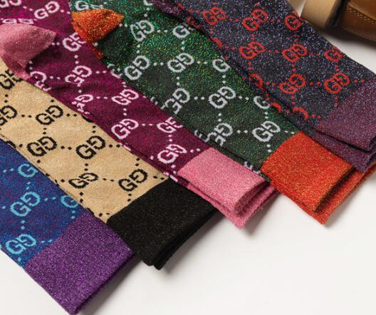 Für Männer Frauen Designer Socken Hart treffen Herbst neue Süßigkeit Farbe Brief Haufen weibliche Socken Art und Weise Mehrfarben wilde Baumwolle