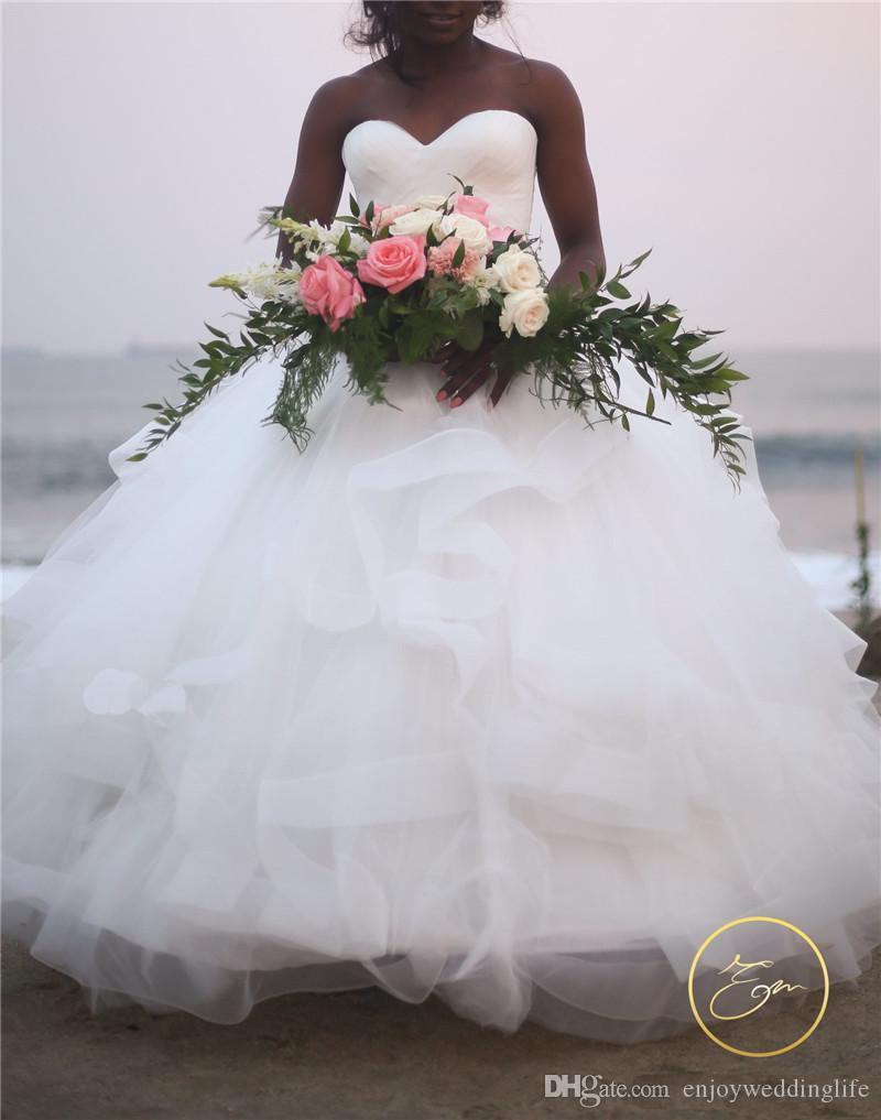 Vestido de Praia Plus Size Bola de Vestido de Noiva Vestido Bohemian Strapless Tiered Tulle Andar de comprimento do vestido de casamento nupcial brautkleider Hochzeitskleider