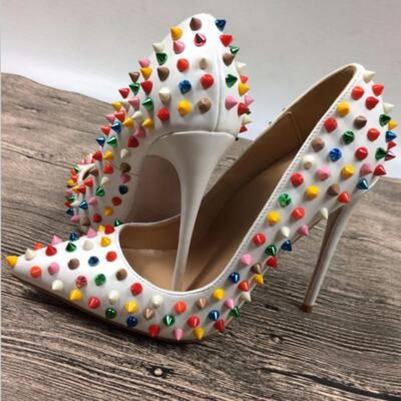 Blanco Multi-color de los remaches de picos altos talones de patente de los zapatos de punta estrecha PU para Mujeres Boca baja bombas altos talones 12cm 10cm 8cm