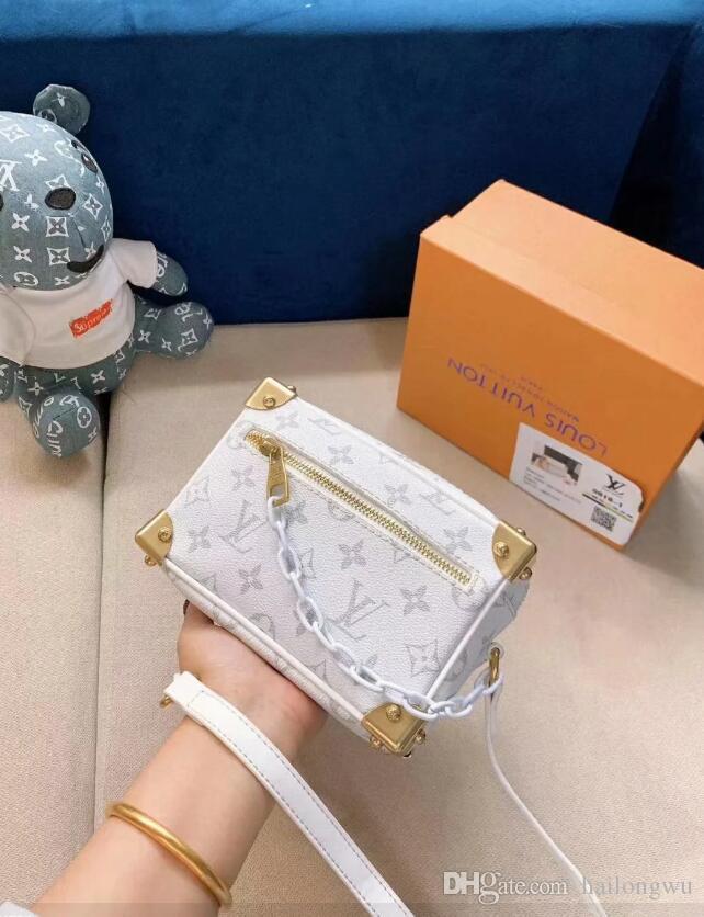Piel de oveja de bolsillo 2019 nuevos remaches diseñador de paquetes rey femenina bolsa de hombro pecho con cremallera alexan