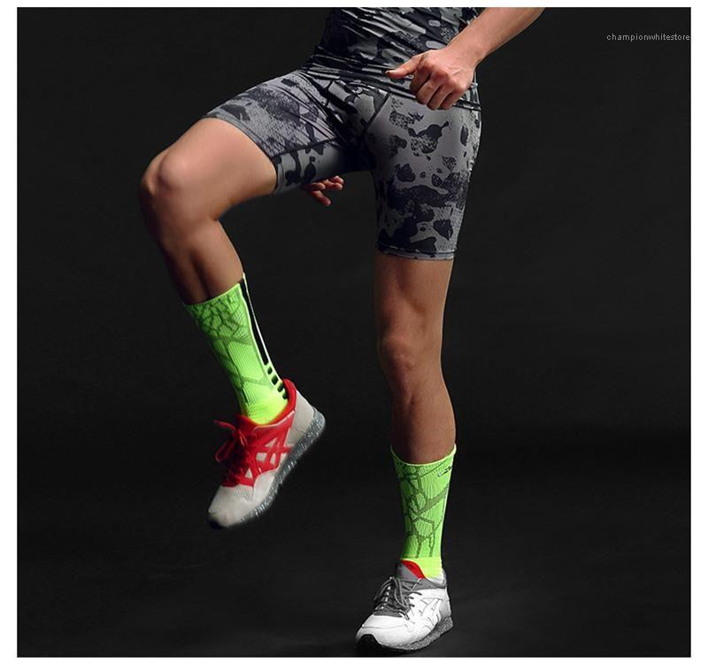 Спорт Середина талии шорты Тонкий Камуфляж Printed подростковая Короткие штаны Активный Тощий мужчина эластичный пояс Одежда мужская