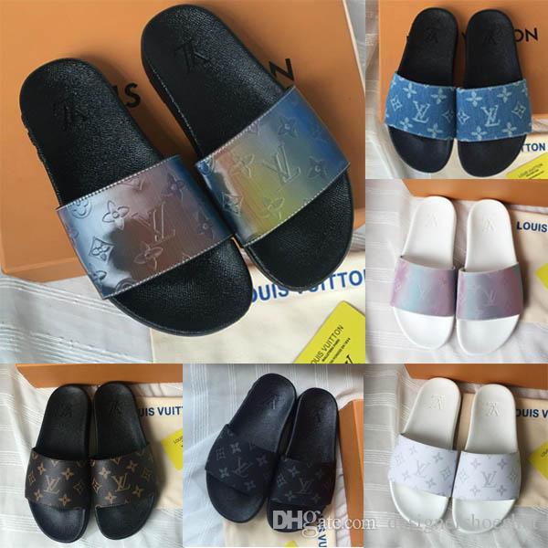 En son SU GEÇIRMEZ MULE Womens Lüks Casual Slaytlar Yaz Geniş Düz PVC Erkek Tasarımcı Ayakkabı Moda Prizma Gökkuşağı Kaygan Sandalet terlik