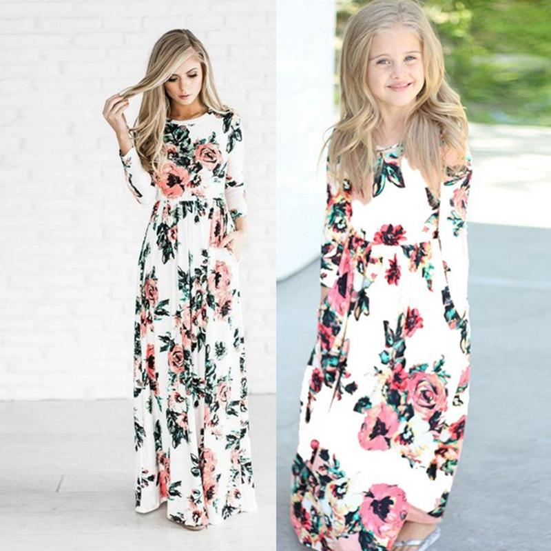 Family Matching Outfits Floral Girls Mom Maxi Dresses Mother and Daughter Holiday Dresses Kids Mommy Clothing 5 Designs Optional WZW-YW2386
