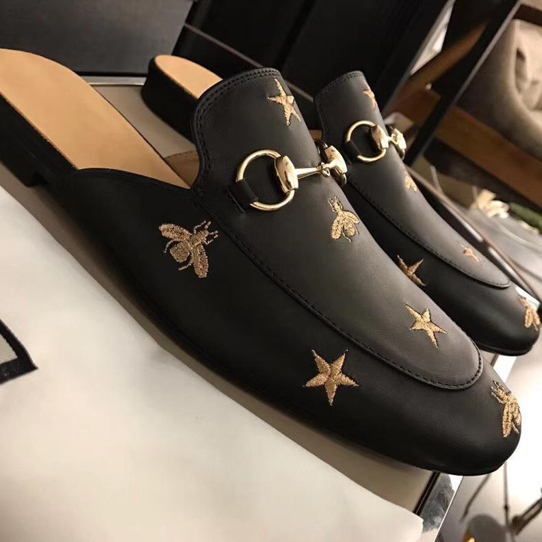 Damas mulas de lujo mocasines de cuero princetown Hombres Muller zapatilla de zapato Negro estrella pequeña abeja de cadena del metal de los hombres de piel wonen zapatillas casuales 006