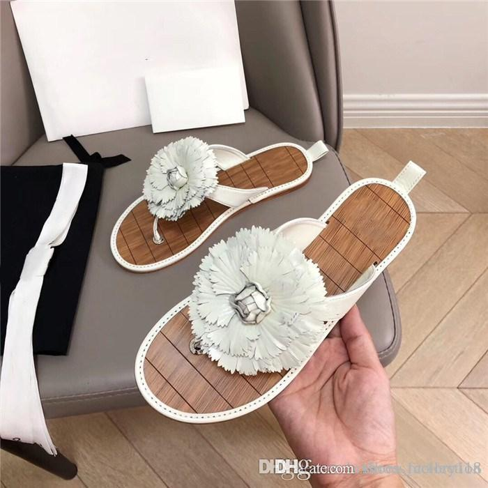 19SS summer new camellia flower flip-flops sea sandals for women on holiday Casual flat bottom open-toe slippers
