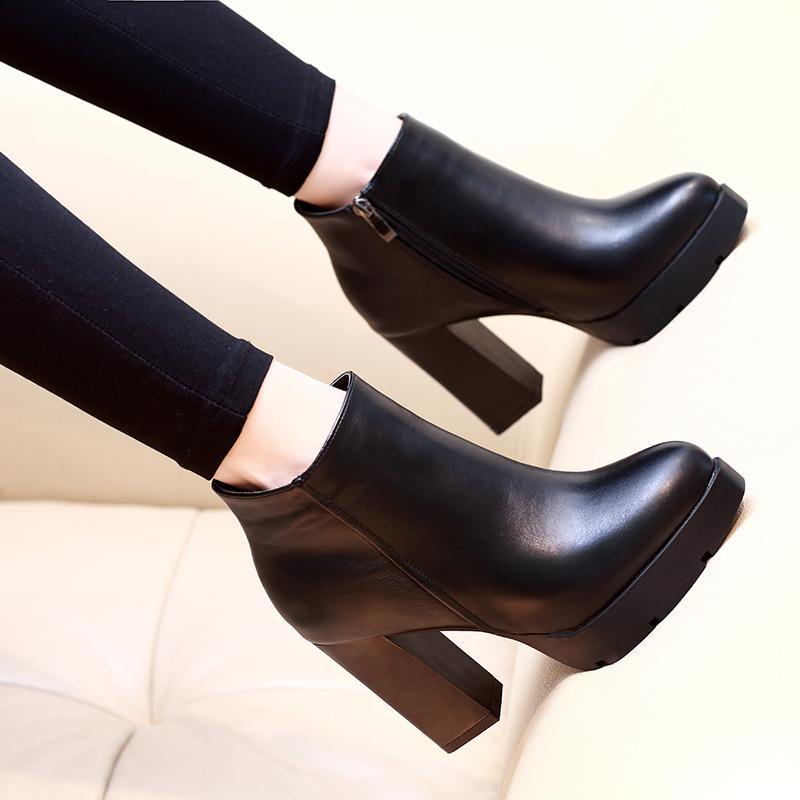 Vendita calda-Autunno Inverno Stivaletti Donna Tacchi alti Tacchi robusti Piattaforma Stivaletti corti in pelle PU Scarpe da donna nere di buona qualità