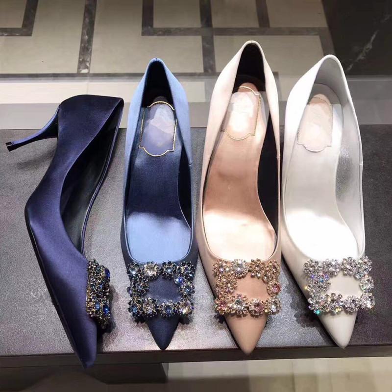 18 estrellas Lin Xin es como una dama de honor de los zapatos de boda diamantes hebillas cuadradas puntiagudos tacones delgados talones y zapatos de seda poco profundos solo
