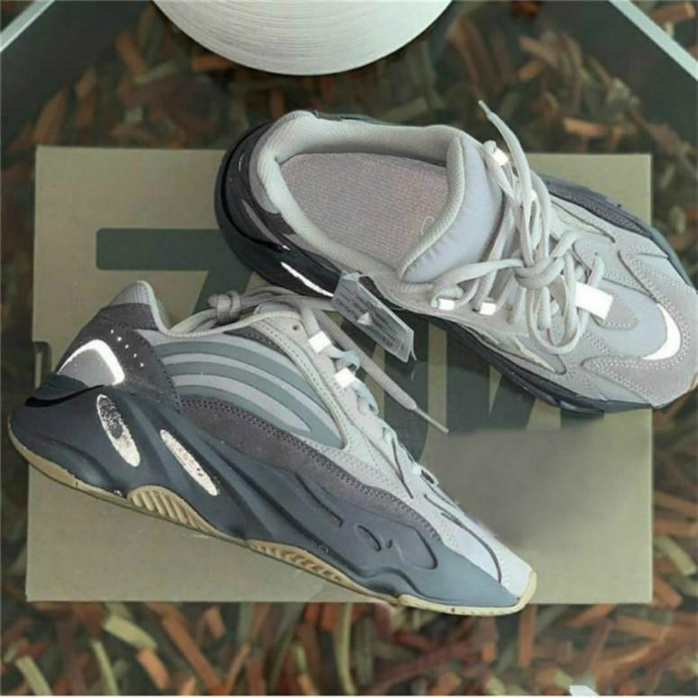 2019 Оптовые 700 V2 Vanta Wave Runner Kanye West Black Reflective 3M кроссовки Мужчина женщины на открытом воздухе спортивной обуви 2rf6