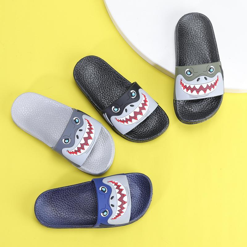 Verão as crianças chinelos para meninos das meninas Praia Sandálias bebê Pantufas Início PVC liso falhanço Crianças antideslizantes Banho Shoes