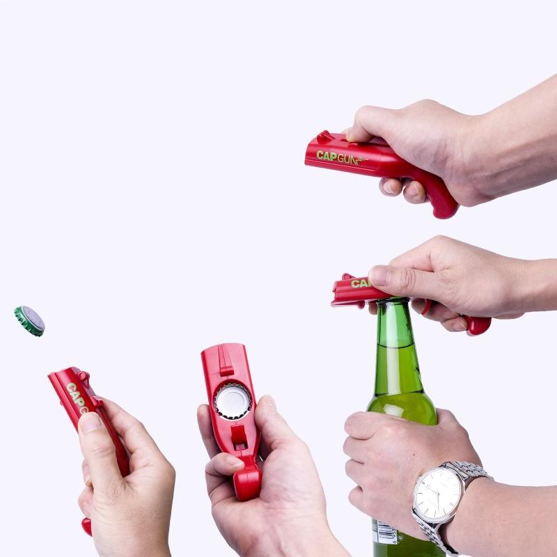 Kapaklı Yaratıcı Gun Uçan Cap Fırlatıcı Bira Şişe Açacağı Mutfak Bar Garson Aracı Şişe Açıcı 100pcs DHL