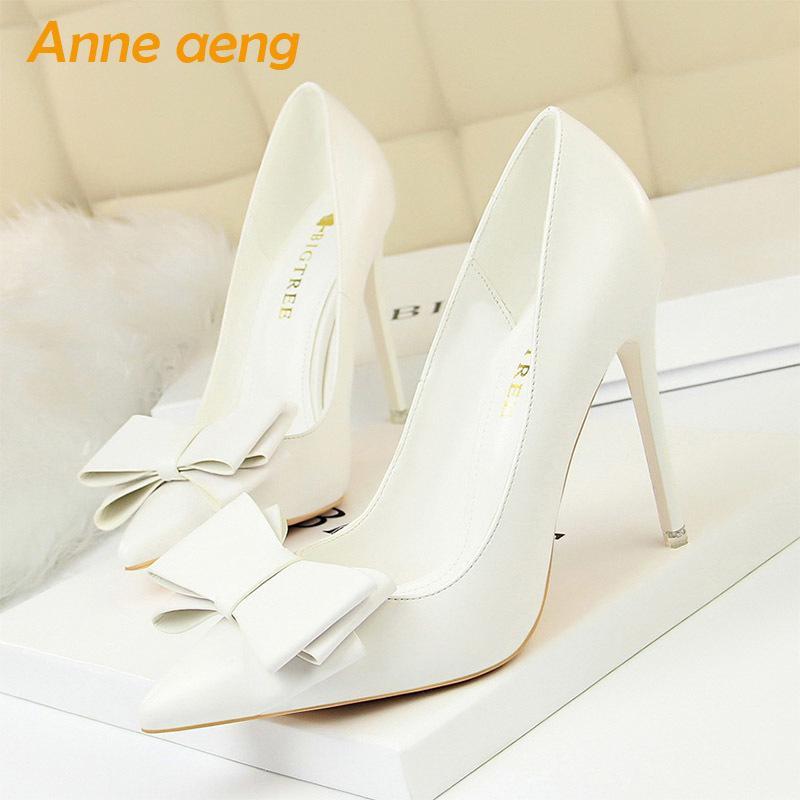 2019 New Spring / autummn donne pompe ad alta sottile tallone della punta aguzza Shoes Butterfly-nodo di modo dolce delle donne White Female Tacchi alti