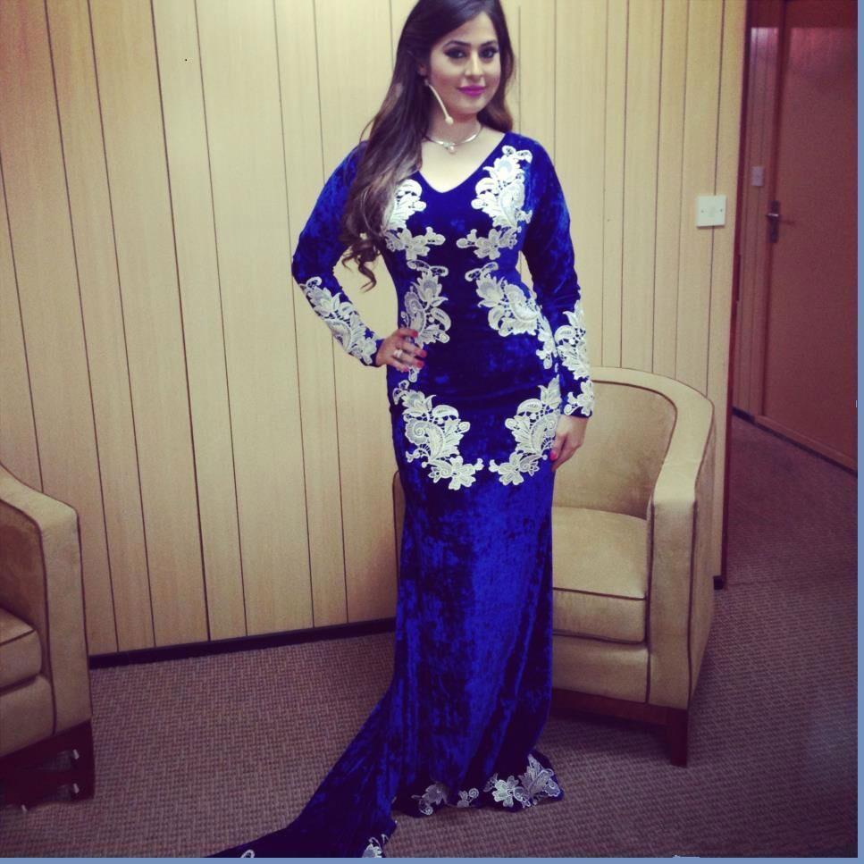2020 Royal Blue Mermaid Abendkleider Samt mit V-Ausschnitt mit langen Ärmeln SpitzeAppliques Lange Kleider für besondere Anlässe