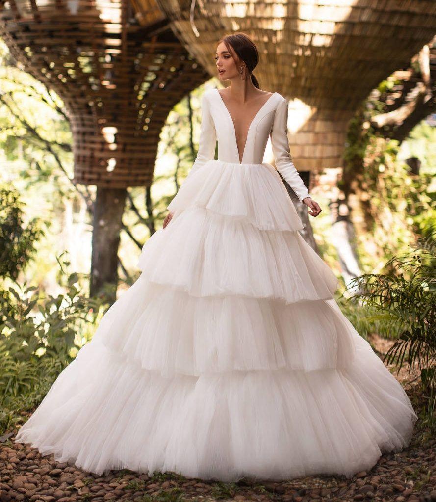 Splendidi abiti Backless maniche lunghe da sposa A linea pura profondo scollo a V Tiered Tulle Abiti da sposa sweep treno robe de mariée