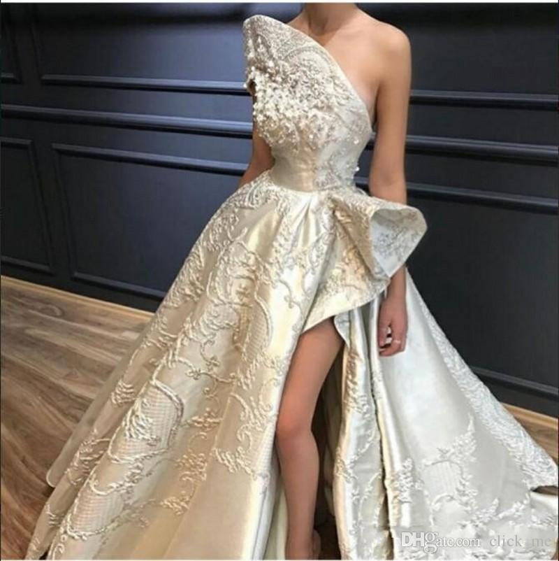 Сексуальное одно плечо Пром Платья 3D Аппликации Бусы Высокий низкий вечерний разрез Сплит Вечернее платье Граф Поезд Молния Свадебное платье на заказ