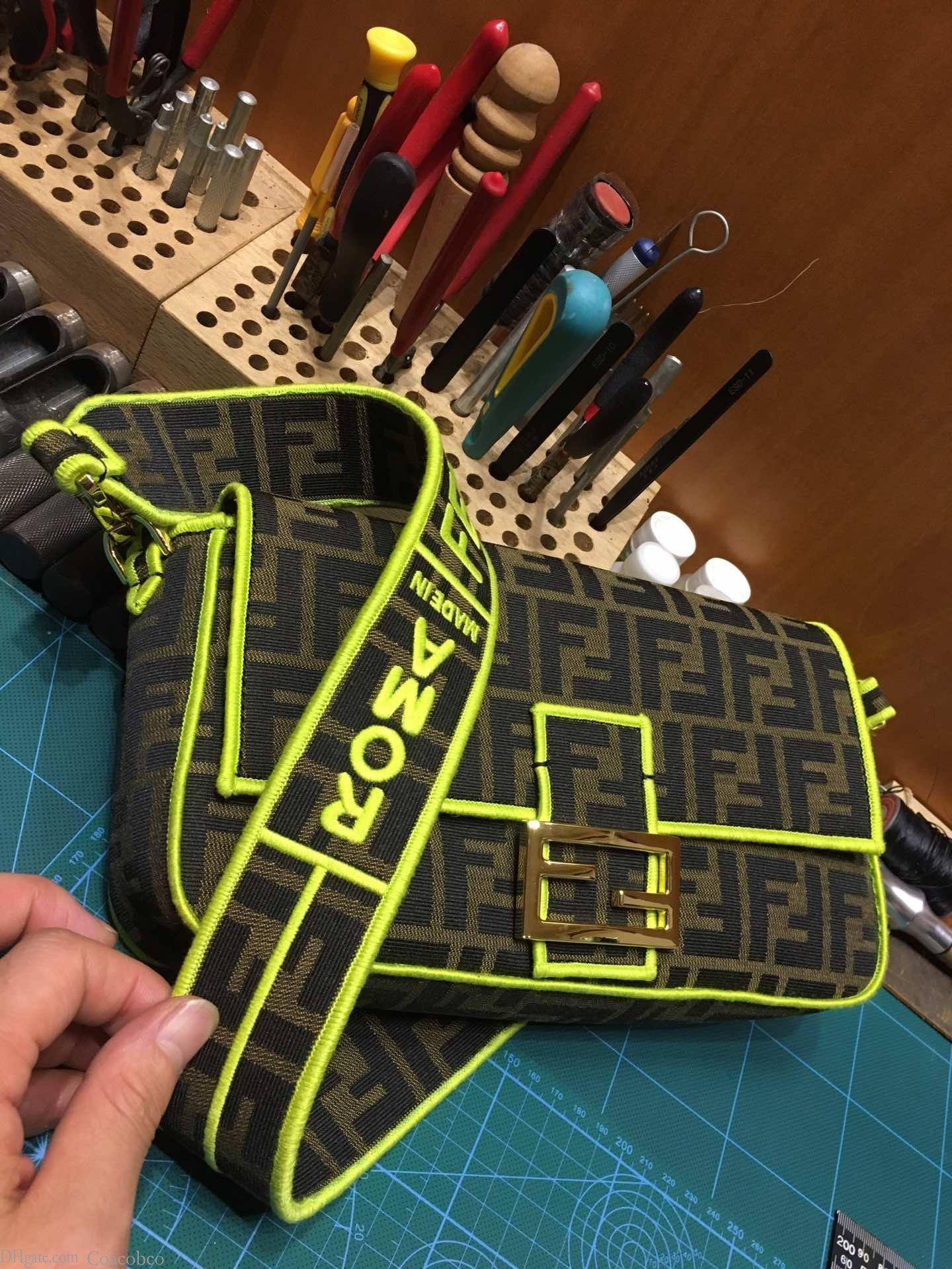 hotselling las mujeres clásicas de alta calidad del cuero genuino verdadero oxidante bolso de lujo del hombro almohada bolso de mano bolso SPEEDY 26 * 13 * 6cm 002